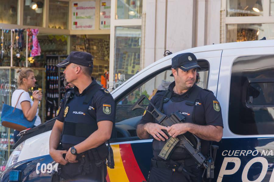 Requisitos oposiciones policia nacional española